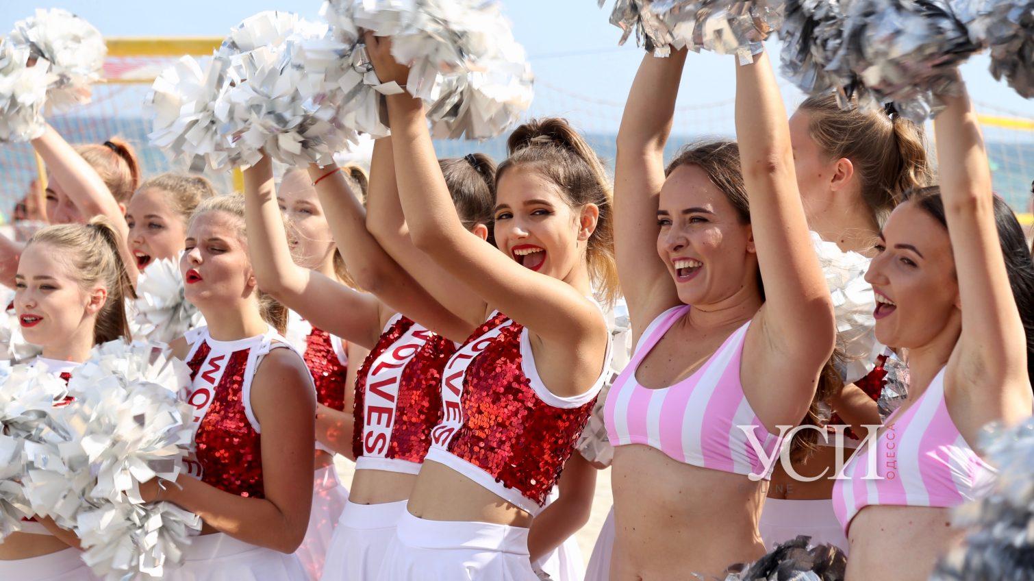 Ukrainian Beach Games: зажигательные танцы, бросание «летающей тарелки» и соревнования «настоящих мужчин»  (фоторепортаж, видео) «фото»