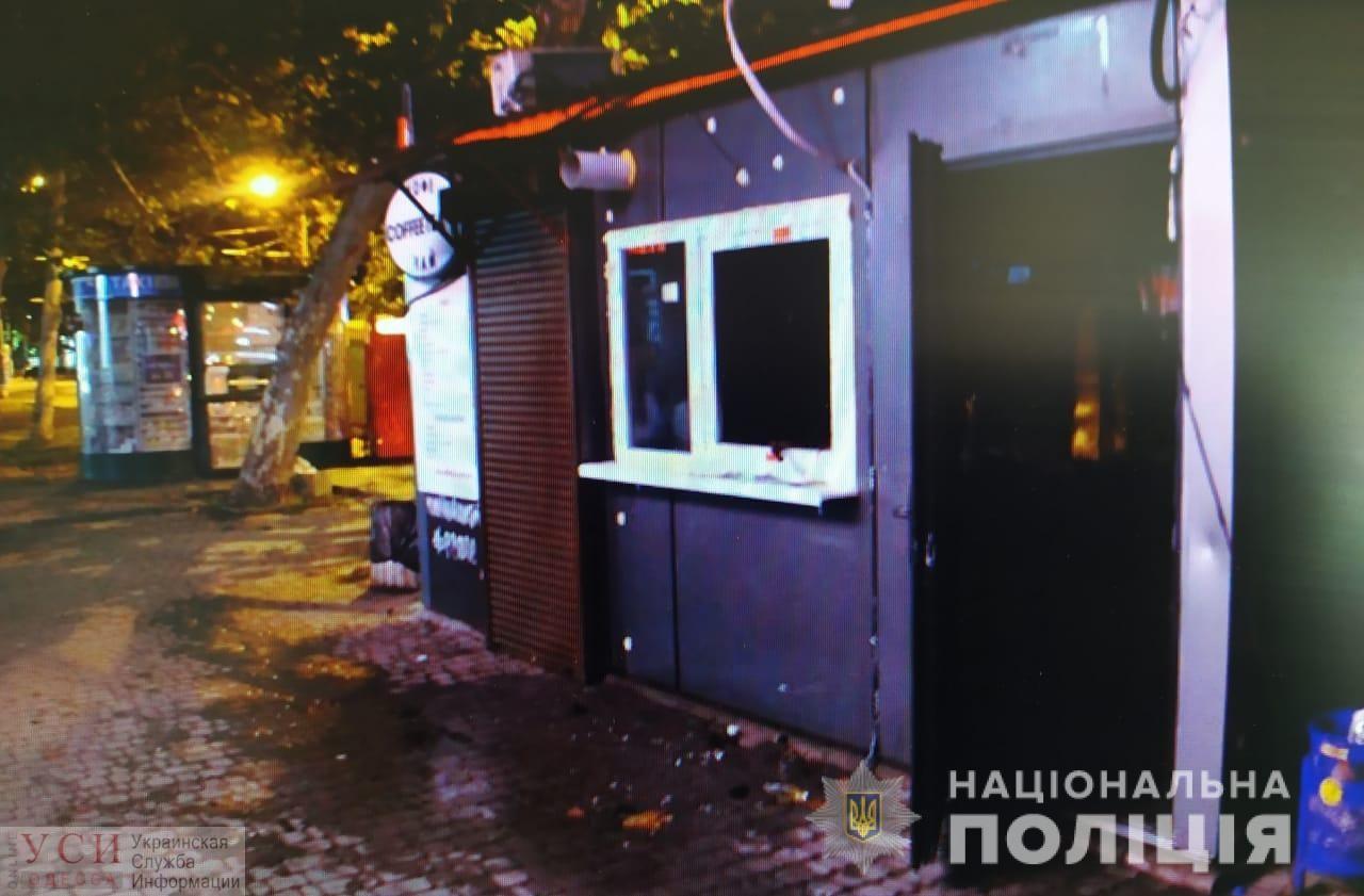 На рассвете в Одессе горели гаражи, а ночью — МАФ «фото»