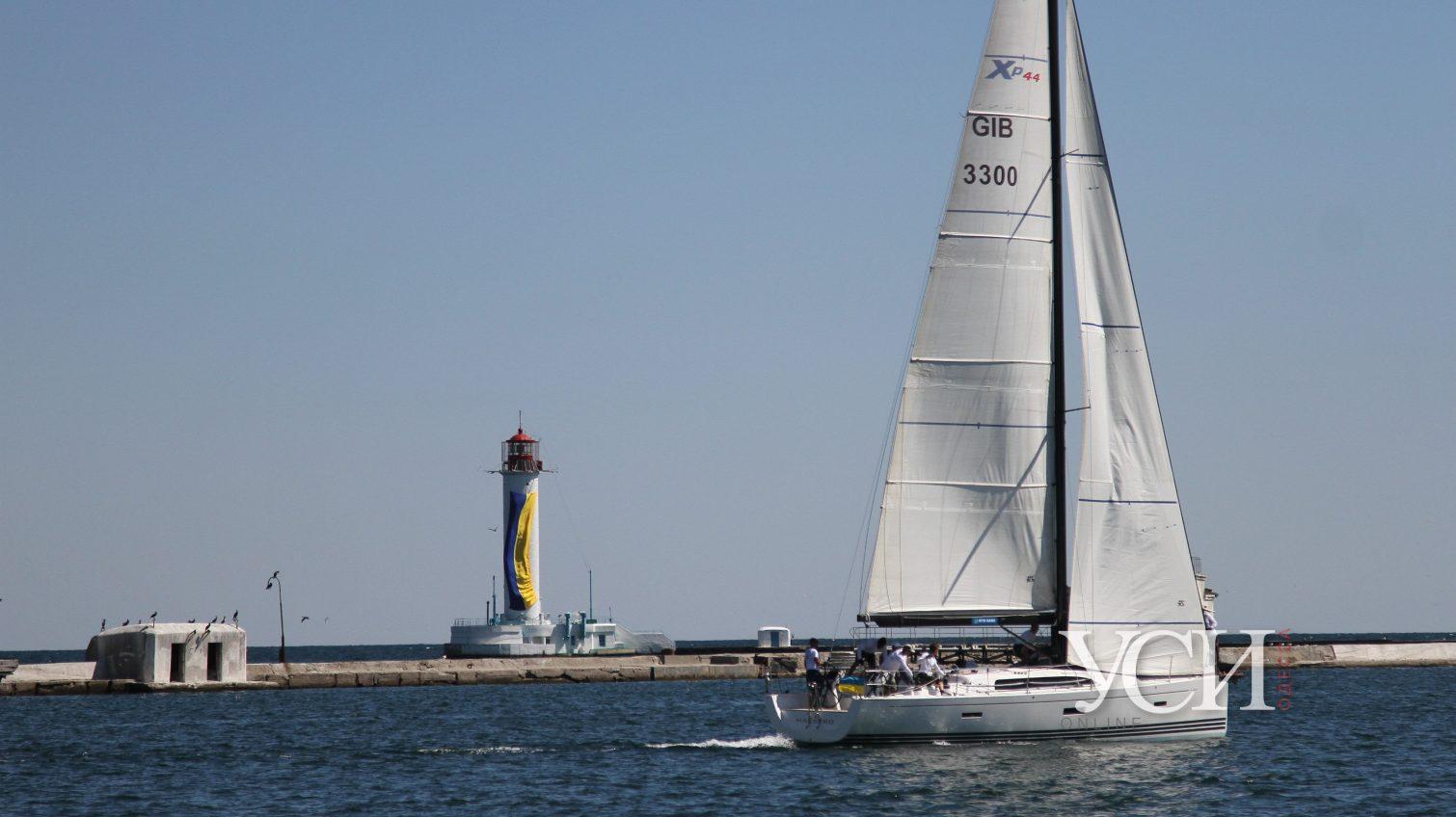 Поднять паруса: акваторию у Одессы заполонили яхты (фоторепортаж) «фото»