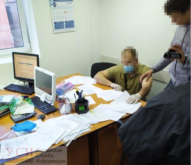 Двух таможенников будут судить за получение взятки «фото»