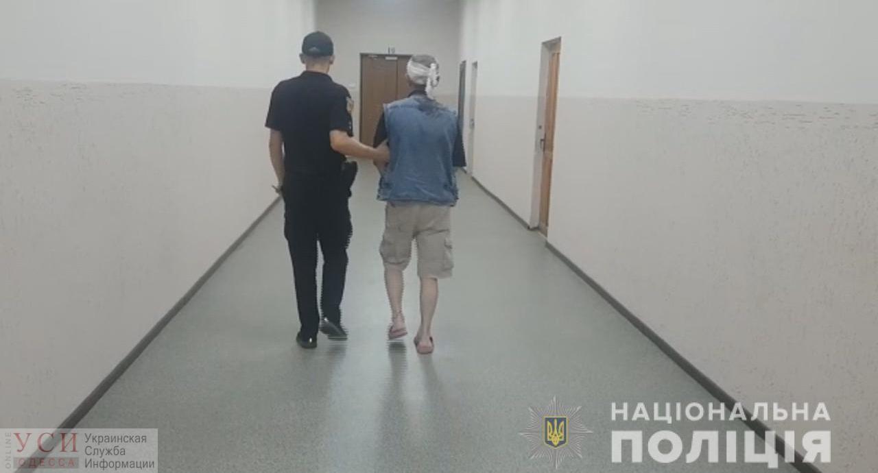 В Одессе мужчина ранил ножом приезжего, заподозрившего приставание к его девушке (фото, видео) «фото»