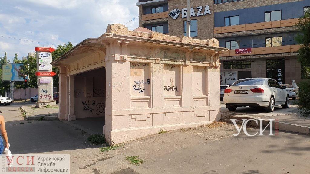 Одесская мэрия так и не нашла средства на восстановление старинных бельгийских остановок «фото»