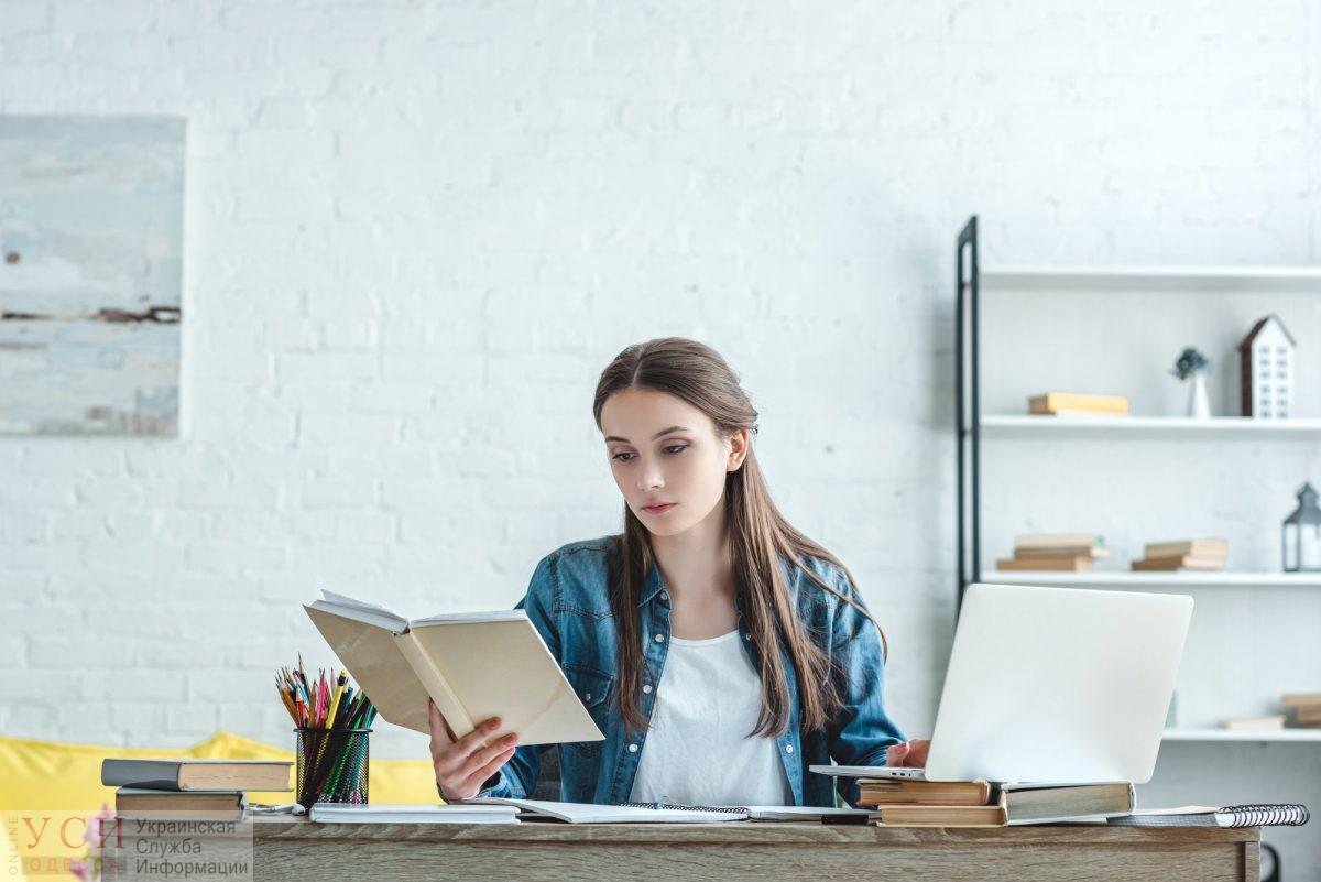 Инженерки, биологини и крановщицы: в официальных документах разрешили писать профессии в женском роде «фото»
