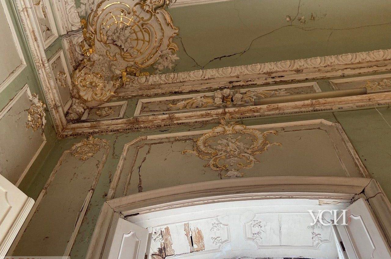 Трещины на полу и «уставшая» лепнина: одесский музей ждет реконструкции (фотофакт) «фото»