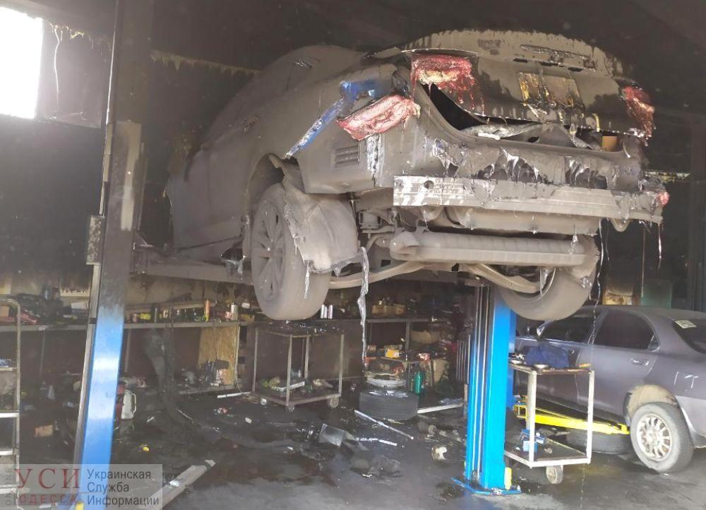 В Белгород-Днестровском районе горела СТО: удалось спасти пять машин (фото) «фото»