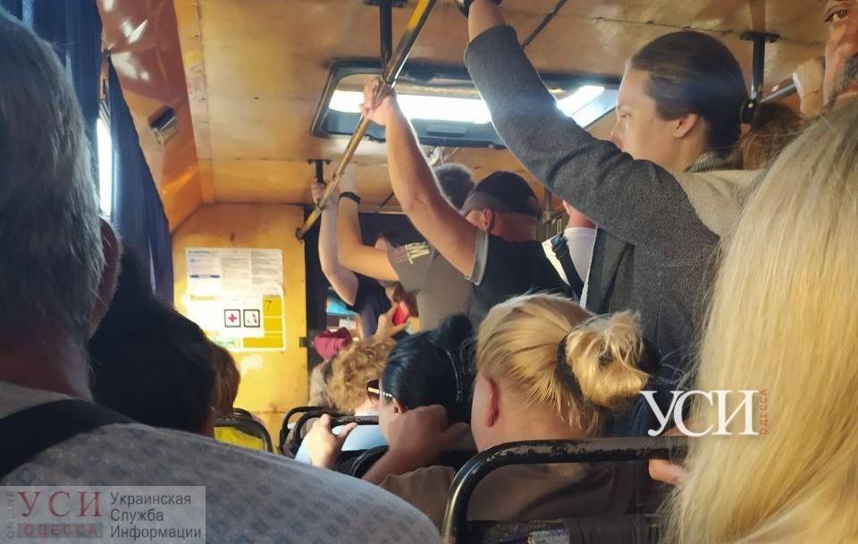 Усиление карантина на одесских маршрутках не сказалось: там полно стоячих пассажиров (фото) «фото»