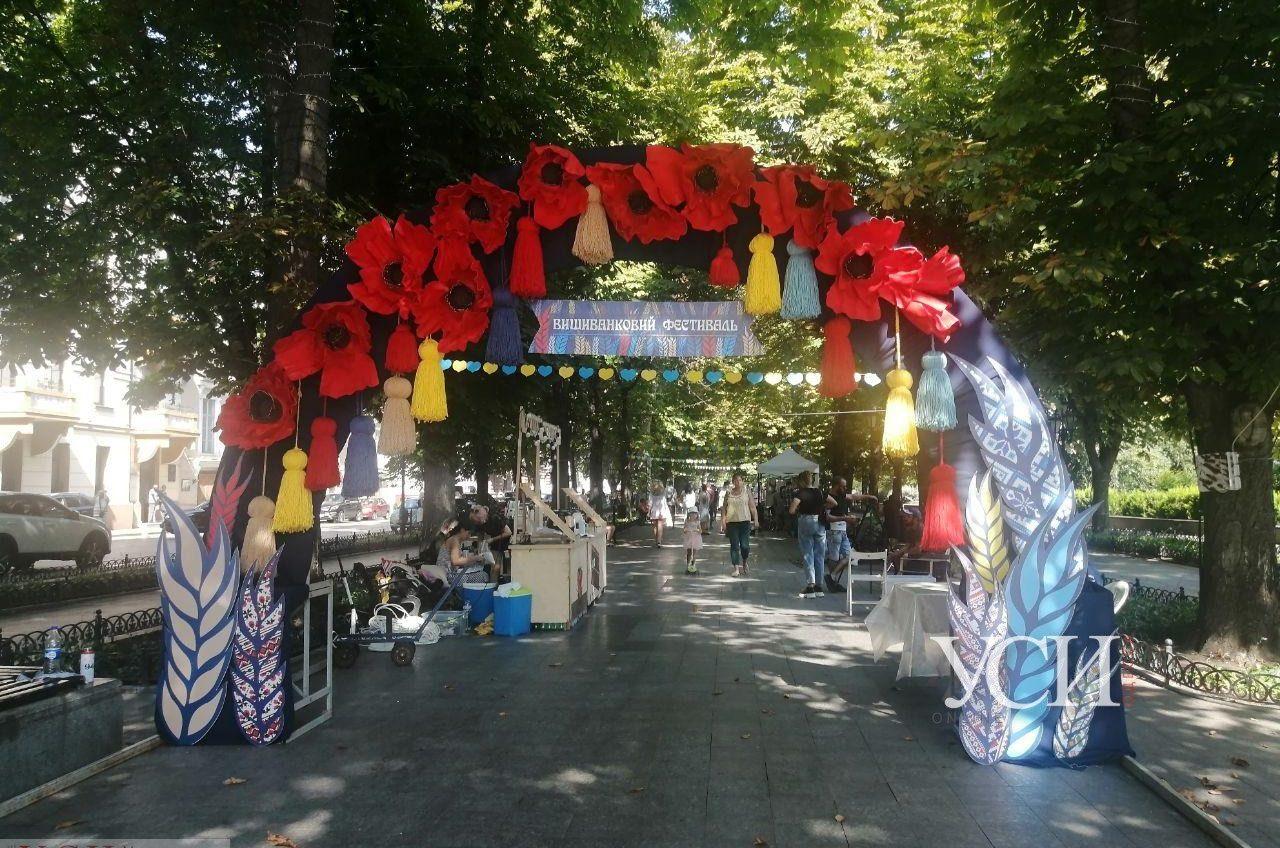 Ярмарка на Приморском бульваре: в Одессе стартовал Вышиванковый фестиваль (фото) «фото»