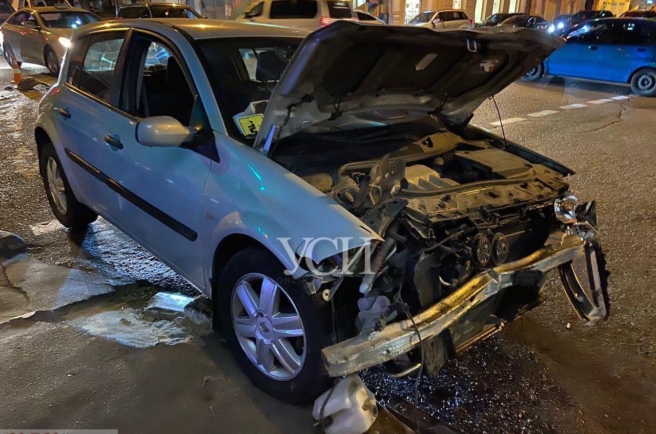 На Канатной полицейский автомобиль попал в ДТП: разбито четыре машины (фото) «фото»