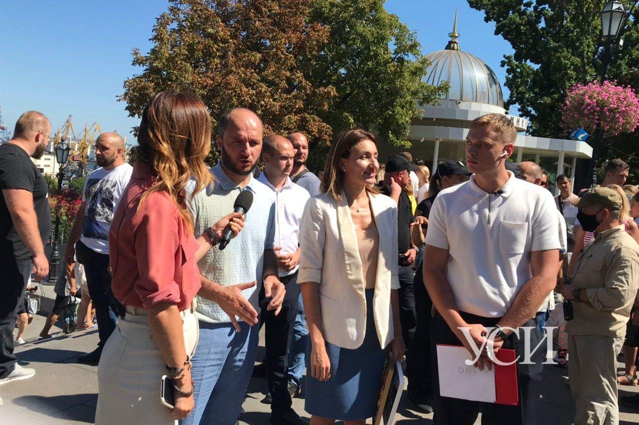 На Потемкинской лестнице активисты Нацкорпуса напали на депутатов ОПЗЖ (прямая трансляция, фото,видео) «фото»