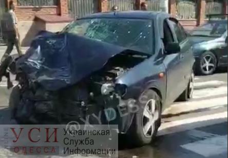 В жестком столкновении микроавтобуса и легкового авто пострадали пять человек «фото»