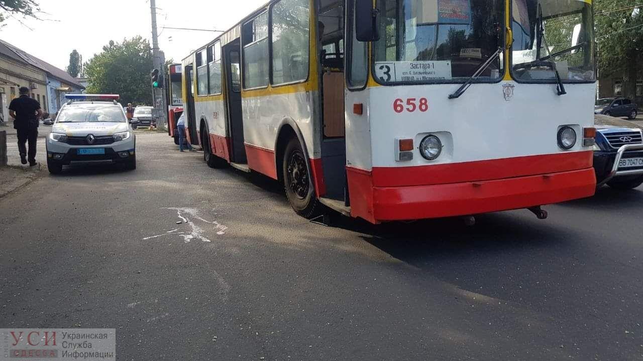 На Столбовой троллейбус сбил пешехода «фото»