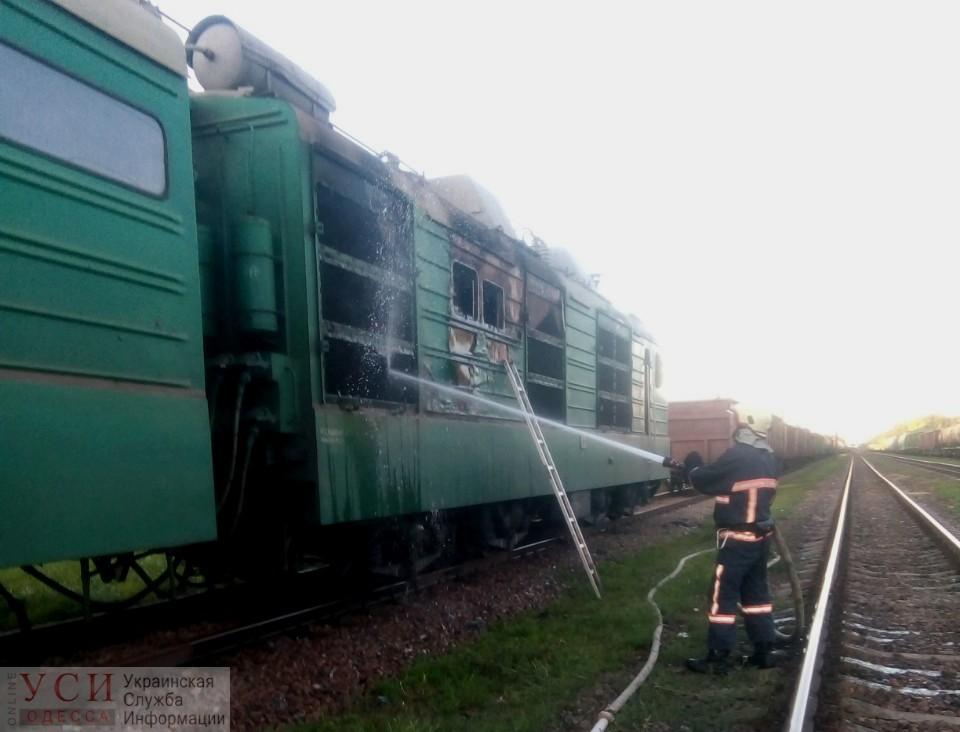 В Одесской области загорелся локомотив грузового поезда «фото»
