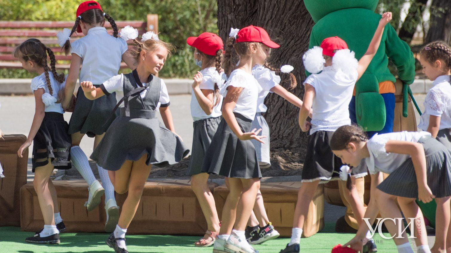 Дети, аниматоры, 1 сентября: как первоклашки гуляли после занятий (фоторепортаж) «фото»