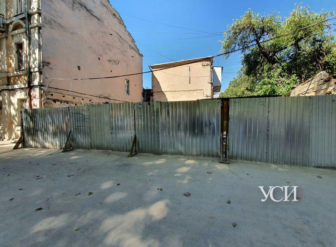Жители Молдаванки жалуются на застройщика: от строительных работ их несущая стена трещит по швам (фото) «фото»