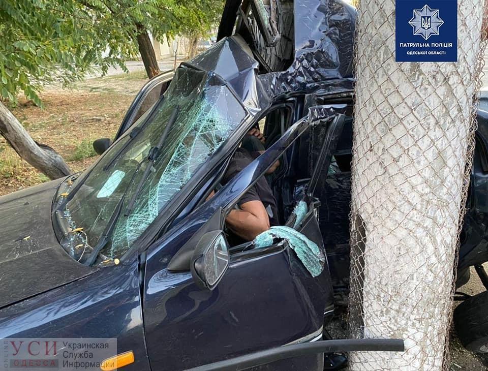 ДТП на Николаевской дороге: водителя зажало в салоне (фото) «фото»