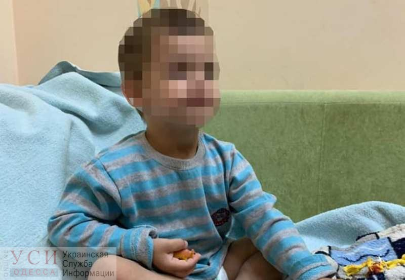 В Одессе трехлетнего мальчика оставили одного дома на несколько дней (фото) «фото»