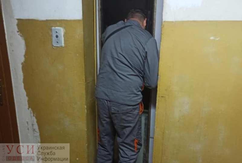 В Одессе три человека застряли в лифте: на помощь пришли нацгвардейцы (фото) «фото»