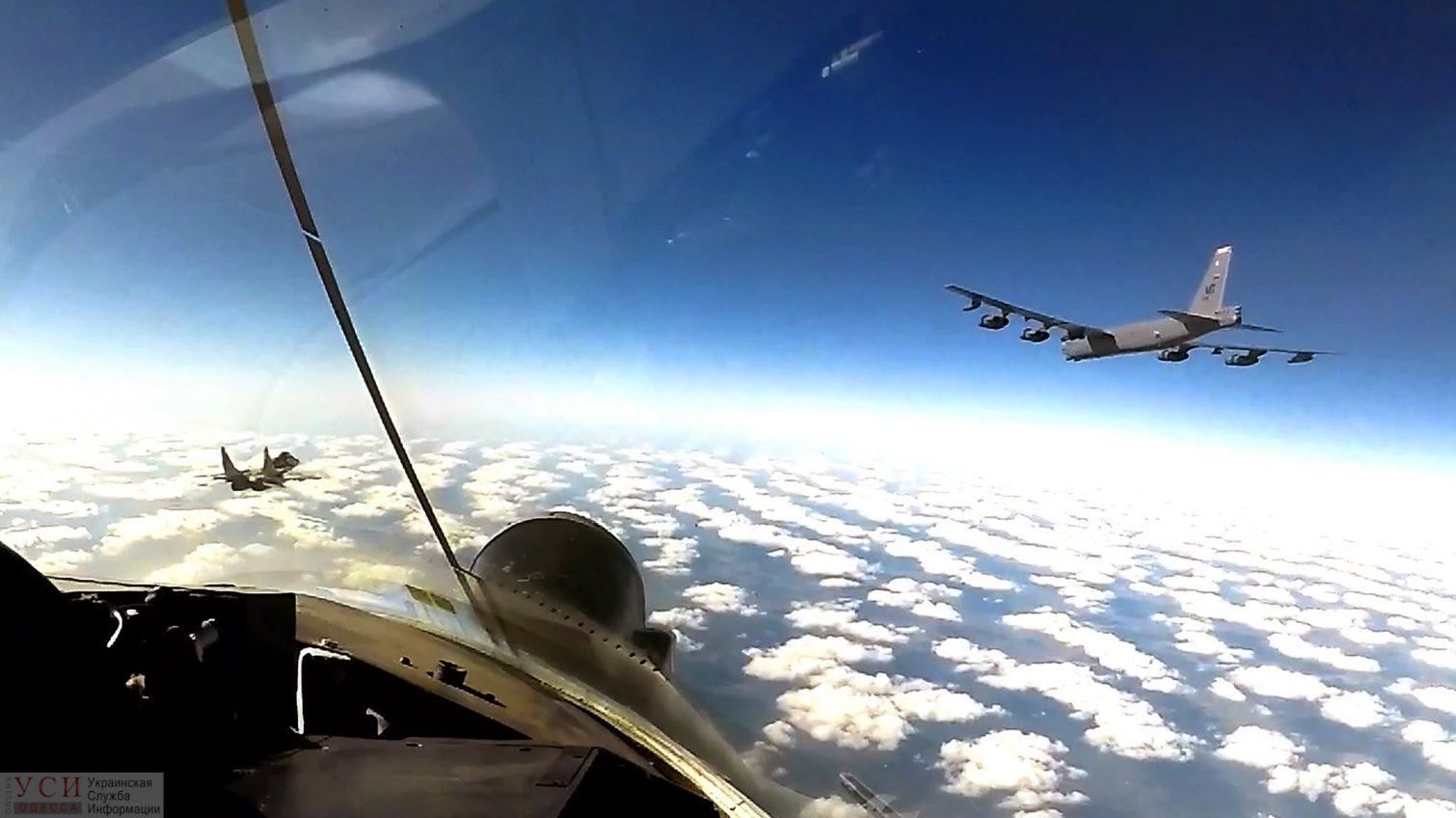 «Стратосферные крепости» над Украиной: боевые самолеты США взяли курс на Черное море (фото) «фото»
