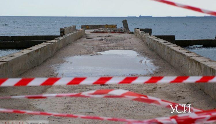 «Любимчик» мэрии должен отремонтировать рухнувший пирс на Монастырском пляже до конца октября «фото»