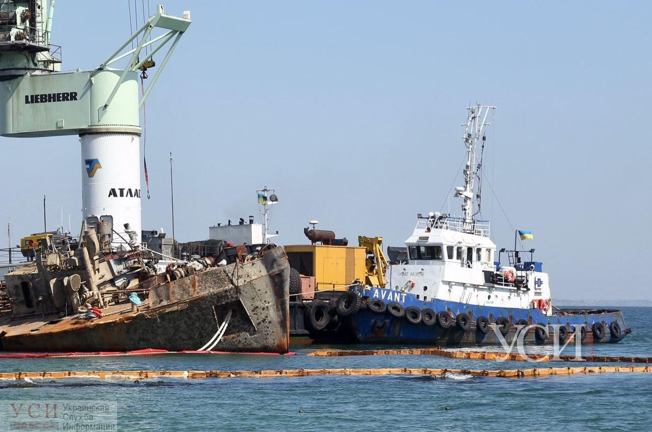 В Одессе начинают финальный этап подъема Delfi: пригнали баржу, необходимую для эвакуации танкера (фото, видео) ОБНОВЛЕНО «фото»