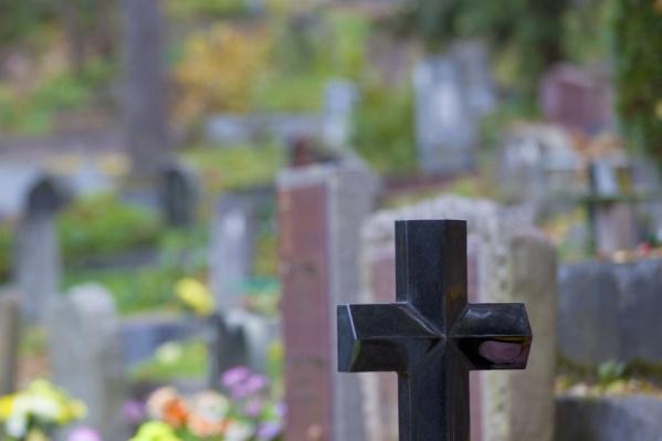Собирал сладости и разрушал могилы: в Одесской области задержали злостного вандала «фото»