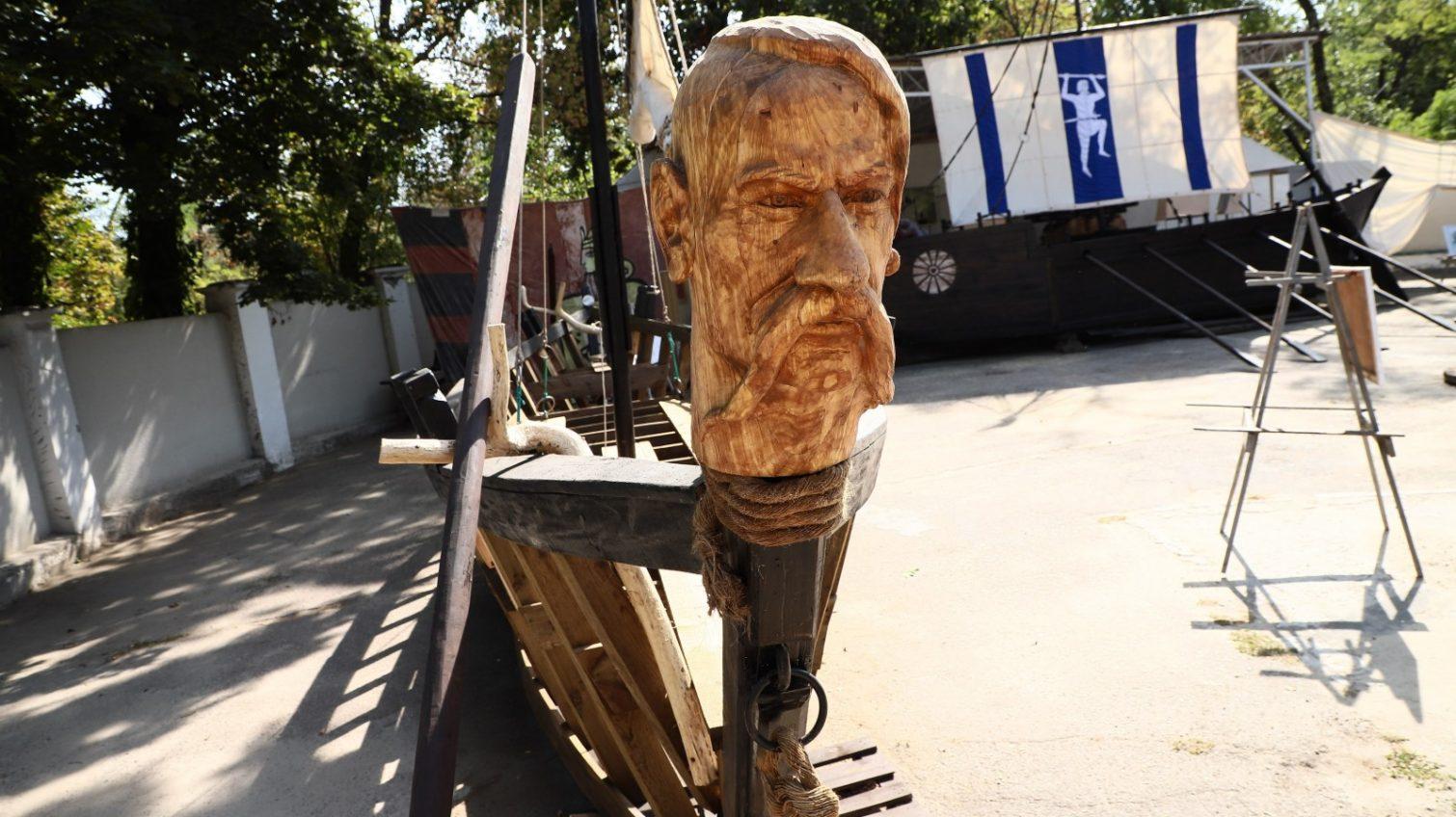 С казацкой «чайкой»: в парке Шевченко открылась выставка об истории мореплавания (фото) «фото»