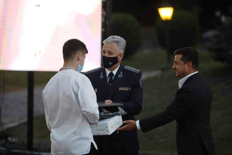 Зеленский наградил 15-летнего одессита, который спас жизнь мужчине (фото) «фото»