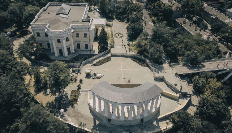 У Воронцовской колоннады в Одессе наконец появился «хозяин» «фото»