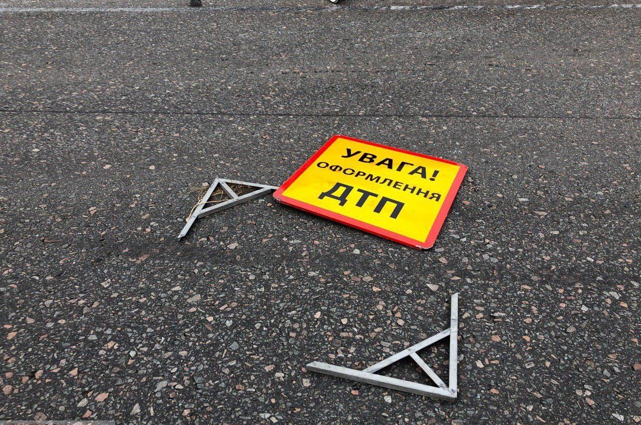 ДТП на Киевском шоссе: фура врезалась в легковушку и сбила насмерть пешехода «фото»