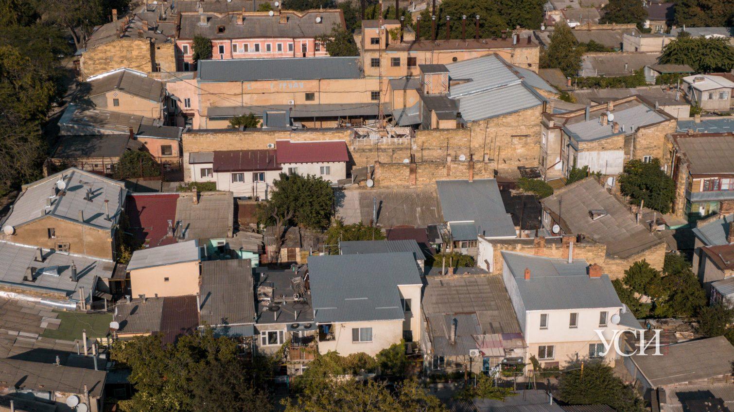 Много зелени, ракушника и пристроек: атмосферные дома Молдаванки с высоты птичьего полета (аэросъемка) «фото»