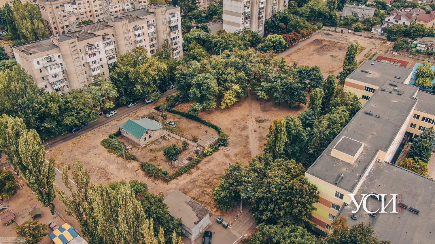 На поселке Котовского возле гимназии пытаются захватить землю (фото) «фото»