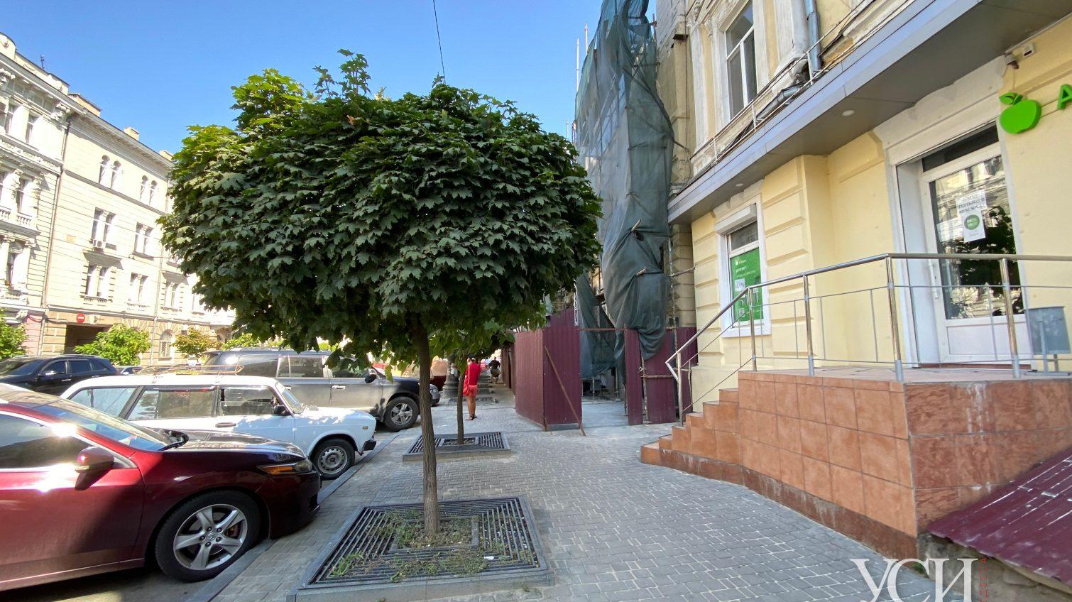В центре Одессы на историческом доме достраивают лишний этаж «фото»