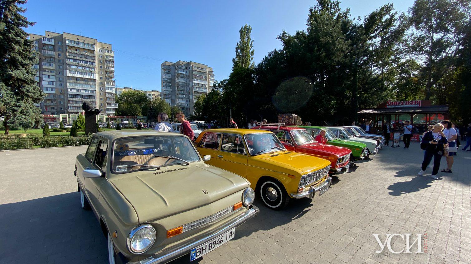 В парке Горького показали ретро машины и винтажные вещи из старой Одессы «фото»