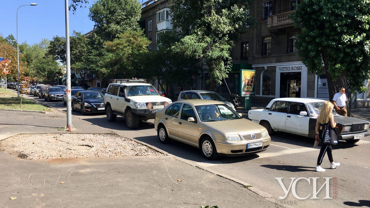 На том же месте, в тот же час:  Одессу продолжают сковывать пробки «фото»