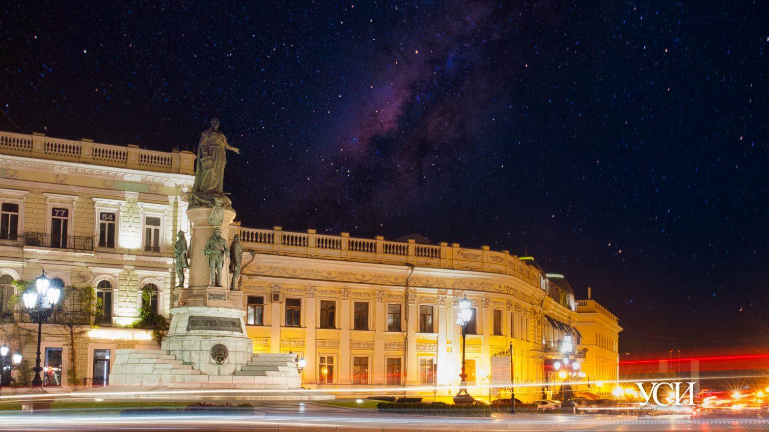 Ночные огни центра Одессы под звездным небом (фоторепортаж) «фото»