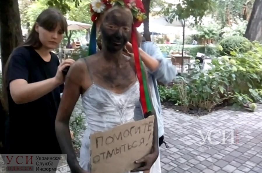 Во дворе Музея современного искусства Одессы показали откровенные перформансы (видео) «фото»