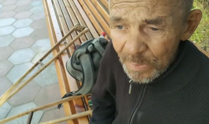 Оставили на лавочке: в Еврейскую больницу не принимают больного (видео) «фото»