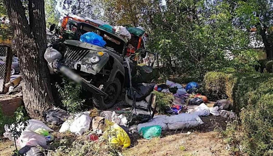 В Измаиле грузовик въехал в забор медучилища, уходя от столкновения с авто (фото) «фото»