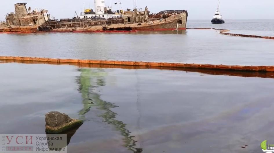 На пляже возле судна Delfi – очередной большой разлив нефтепродуктов (видео) «фото»