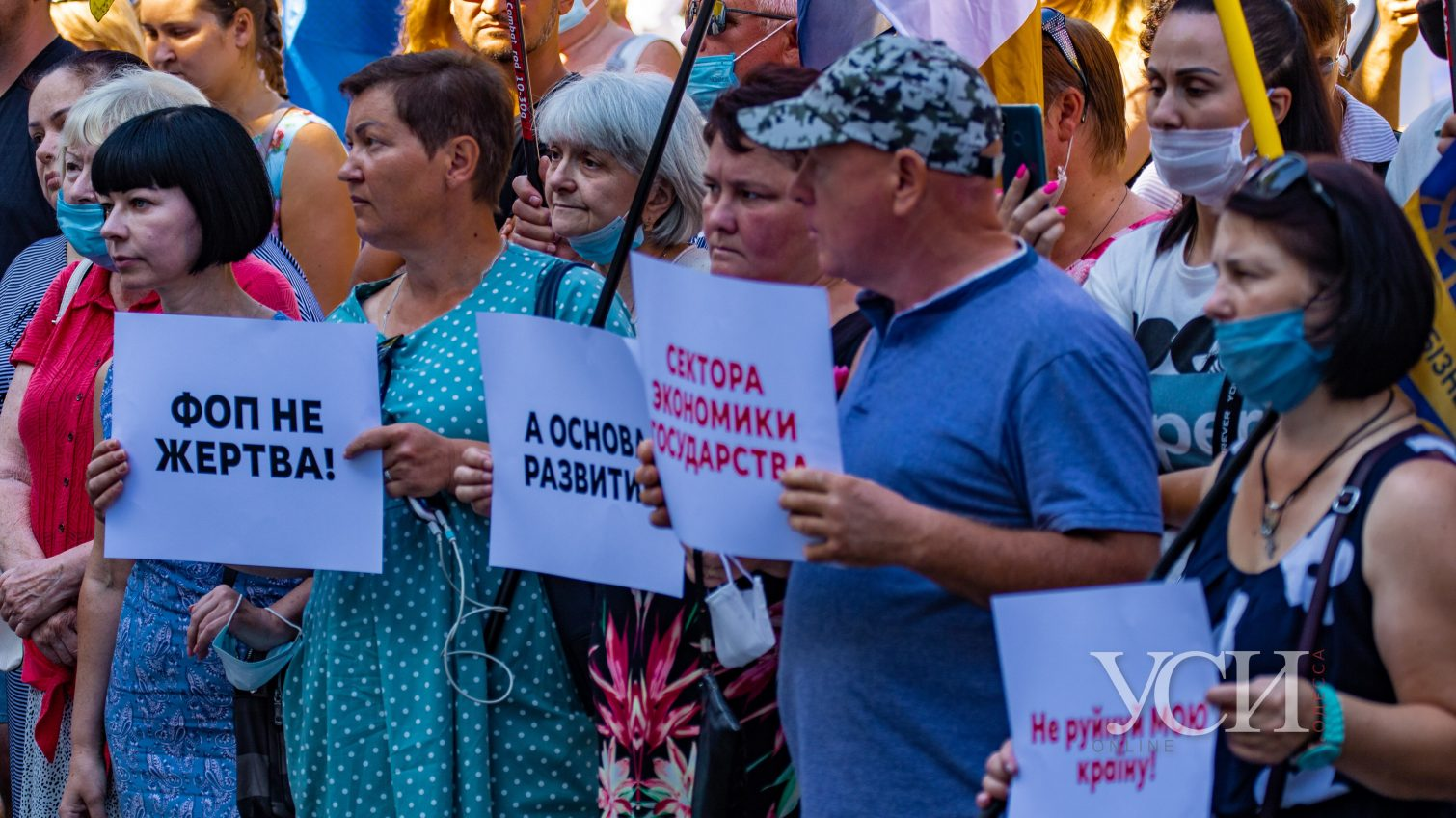 Под здание одесской мэрии предприниматели вышли на протест против кассовых аппаратов (фоторепортаж) «фото»