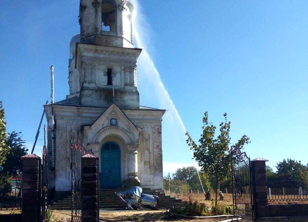 В Одесской области после удара молнии загорелась старинная церковь (фото) «фото»