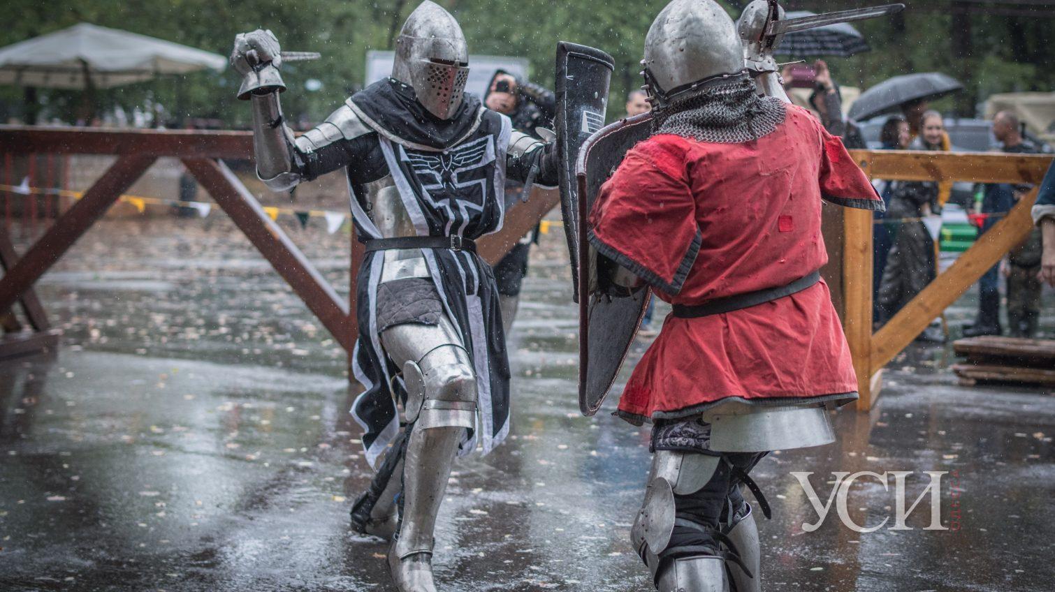 С мечами и в латах: в Одессе прошел фестиваль средневековой культуры «Пороховая Башня» (фоторепортаж) «фото»