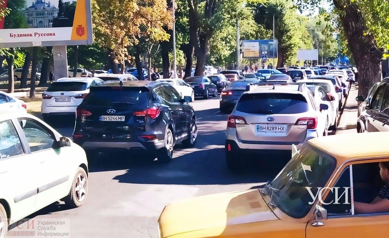 Спешим в школу: в День знаний Одесса застряла в пробках «фото»