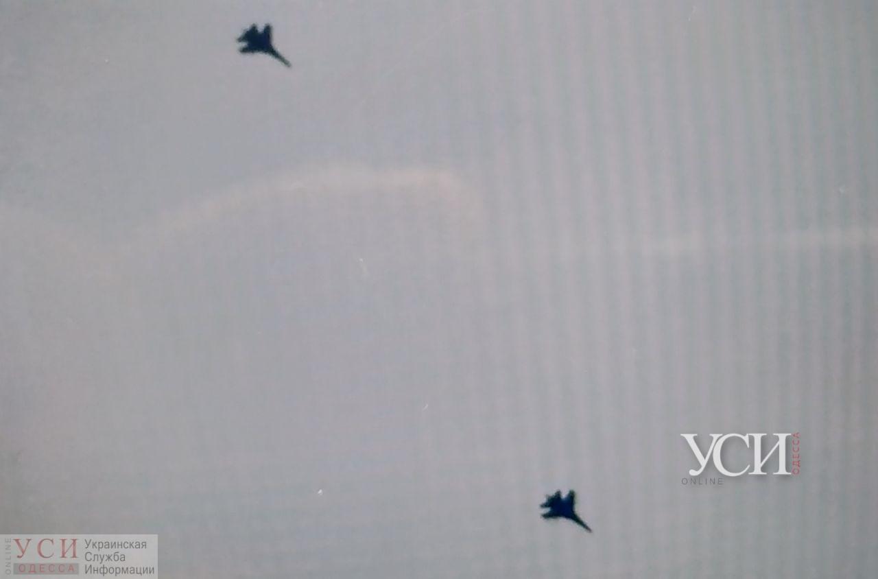 Над Аркадией заметили 2 истребителя: военные проводят ротацию (фото) ОБНОВЛЕНО «фото»