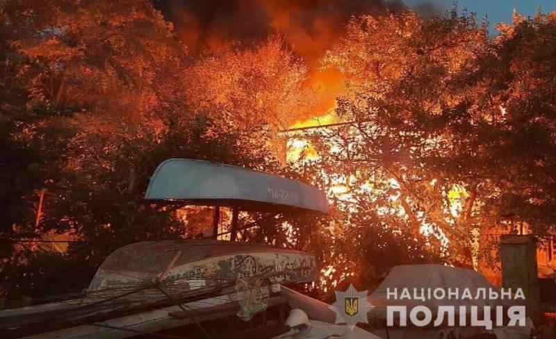 В Черноморке пожар повредил на причале 16 куреней: полиция ведет расследование «фото»