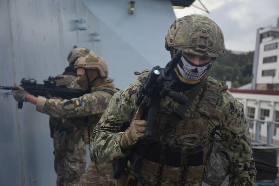 Украинские разведчики провели учения на борту британского эсминца (фото) «фото»