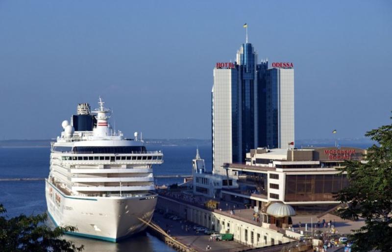 В ближайшие два года Одесский порт могут посетить 14 круизных лайнеров «фото»