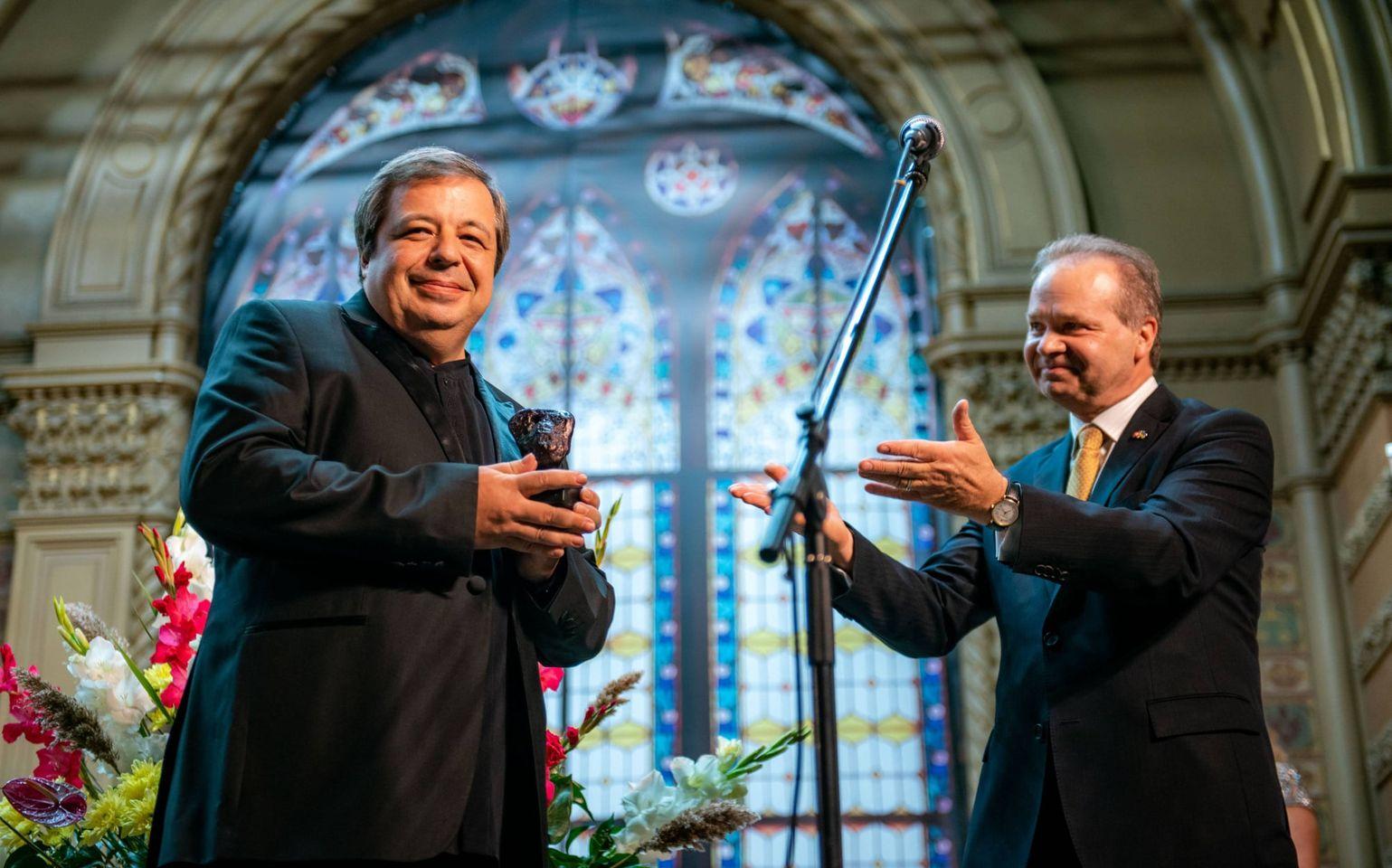 Знаменитый одесский пианист получил престижную швейцарскую награду «фото»