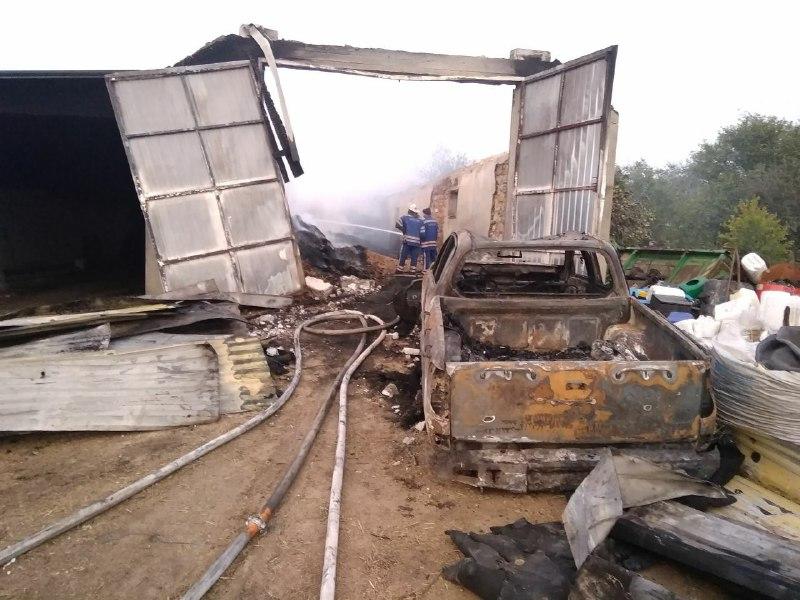 Ночью в Одесской области сгорело 15 тонн сена и авто (фото) «фото»