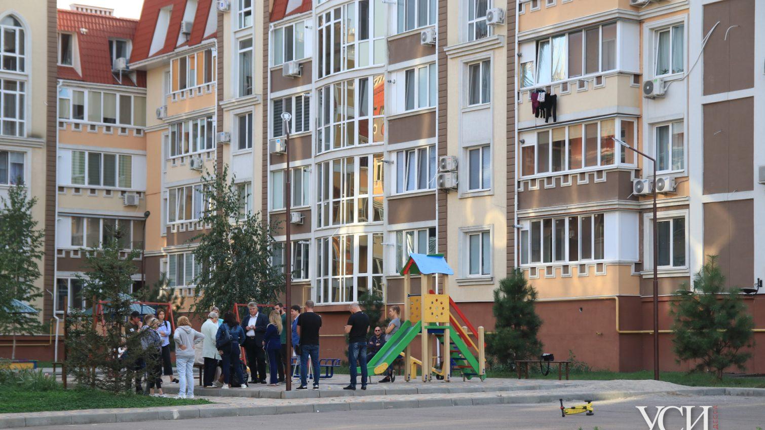 «Дом-призрак» в Академгородке: как жители новостроя живут в несданном доме и все еще надеются на помощь (фото) «фото»